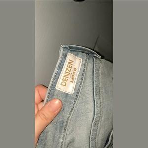 Size 0 Levi's Distressed Boyfriend Jeans